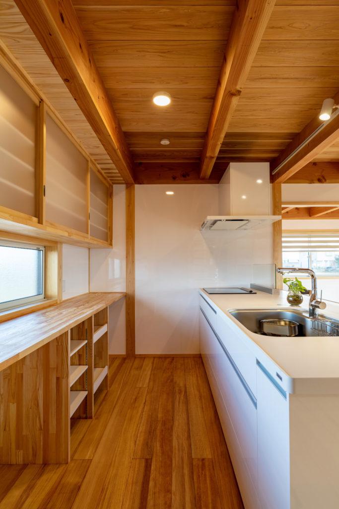 造作収納のキッチン